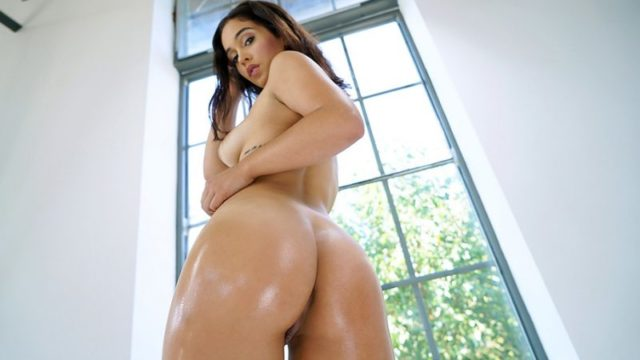 Ginebra Bellucci - Dancing On A Long Dick