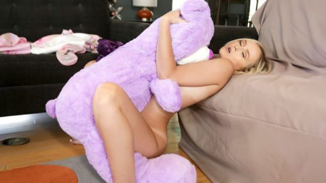 Natalia Queen - Tiny Play Time Pussy