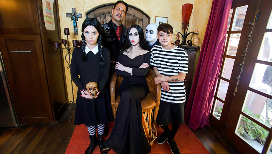 Audrey Noir and Kate Bloom - Addams Family Orgy